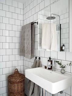How to Choose a Bathtub? - My Romodel Bathtub Decor, Bathroom Furniture, Bathroom Interior, Bathroom Vanities, Bathroom Cabinets, Bathroom Inspo, Bathroom Inspiration, Traditional Bathtubs, Beautiful Interior Design