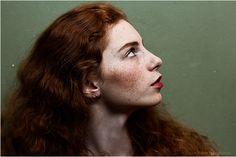 © Alexandra Bochkareva Femme rousse. http://commeungardon.blogspot.fr  La couleur de mes rêves.
