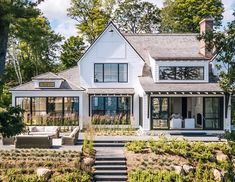51 Stylish Farmhouse Exterior Design Ideas The modern farmhouse style isn't just for rooms. The farmhouse exterior design totally reflects the whole style of the home and the family tradition also. It totally reflects the entire style… Modern Farmhouse Exterior, Rustic Farmhouse, Farmhouse Style, Farmhouse Ideas, Rustic Wood, Rustic Exterior, Modern Home Exteriors, Modern Farmhouse Design, Farmhouse Windows