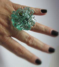 OVERSIZED / MAXI ANEL vidro   verde transparente  strass verde  base metal n 20 - ajustável   3,5 cm diam    Peça Exclusiva R$42,00