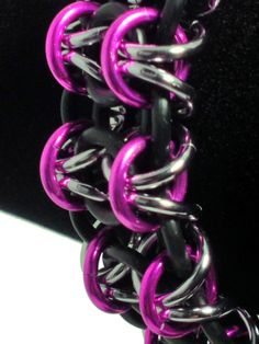 Beautiful Gridlock Byzantine rubber and anodized aluminum #chainmaille bracelet.