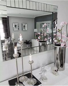 An interior stylist's delightfully playful portland home 00006 Living Room Grey, Living Room Sets, Home Living Room, Living Room Designs, Living Room Decor, Dining Room, Decoration Entree, Interior Stylist, Deco Design