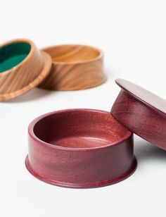 Cuff Link Boxes - lined with felt. A multiple use box, even for hearing aids? Wood Projects, Projects To Try, Hearing Aids, Wooden Bowls, Little Boxes, Woodturning, Wood Boxes, Lathe, Dog Bowls