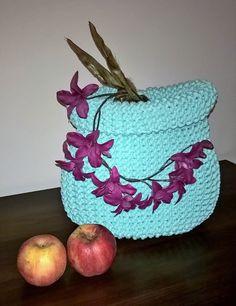 Szydełkowe Impresje: Miętowy kosz / Minty basket  #crochet #handmade #diy #rękodzieło #minty #szydełkowanie #kosz #pink #bawełnianysznurek #cottoncord #knniting #druty #szydełko #mięta #róż #rug #carpet #4home #mylovelyhome #withpassion #4babies #scandi #scandinavianstyle #decor #decorating #roznosci #white #carnation #flowers #apples #orchis #martwanatura Cotton Cord, Scandinavian Style, Decorative Bowls, Basket, Crochet, Pink, Home Decor, Homemade Home Decor, Rose