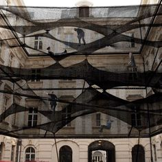 this is net a project by croatian-austraian design group numen/for use. with layers of netting hung is spaces, forming a 'floating landscape' open for visitors to climb and explore. a social art work. house of contemporary art, hasselt, belgium. Landscape Architecture, Landscape Design, Architecture Design, Urban Landscape, Landscape Art, Land Art, Art Public, Public Spaces, Instalation Art