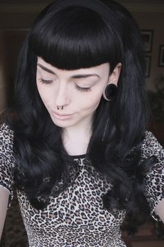 Pinup Beauty: Perfect hair. Straight bettie bangs.