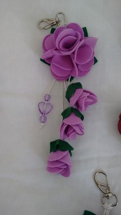 Felt Crafts, Diy And Crafts, Felt Flowers Patterns, Sunflower Hearts, Baby Mobile Felt, Flower Mobile, Flower Chandelier, Flower Ball, Felt Brooch