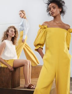 Luxury fashion label Massimo Dutti brings forth its latest Spring/Summer 2018 Campaign, which is a sunkissed campaign lensed outdoors. Summer Editorial, Editorial Fashion, Foto Fashion, Luxury Fashion, Spring Summer 2018, Spring Summer Fashion, Fashion Model Poses, Campaign Fashion, Mellow Yellow