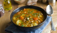 Healthy Vegetable soup Recipes is One Of the Favorite soup Recipes Of Many People Around the World. Besides Simple to Create and Excellent Taste, This Healthy Vegetable soup Recipes Also Health Indeed. Roasted Vegetable Soup, Vegetable Soup Recipes, Chicken And Vegetables, Roasted Vegetables, Chicken And Veggie Soup, Sopa Detox, Detox Soup, Hearty Vegetarian Soup, Guisado