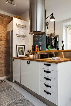 Bringing Beauty to a Scandinavian Apartment Modern, Elegant and Calm 6 Kitchen Hood Design, Kitchen Hoods, Eat In Kitchen, Rustic Kitchen, Kitchen Dining, Diy Kitchen, Boho Deco, Scandinavian Apartment, Love Your Home