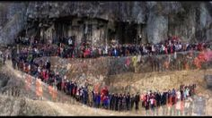 A bizarre video has emerged from China of 500 descendants from six generations of the same family gathering for a massive clan photo. The footage, captured in Shaoxing, Zhejiang Province last Tuesday, shows the Ren family members squeezing together in front of a cliff to immortalise the gathering. For the Chinese New year, more than 1,000 members of the Ren family gathered in their hometown and half of them took the city's biggest family photo together.