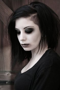 ok so... looks like an undercut can work on a medium-length bob too  she looks like a modern day Lydia Deetz <3