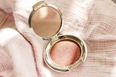 It's no wonder why Nude Envie named this eyeshadow Desire... Desire is an extra velvety shimmery rose shade. a bold, highly pigmented, long-wearing, velvety soft formula. All encased in an elegant mirrored compact.