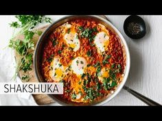 This classic, traditional shakshuka recipe is perfect for breakfast or any meal of the day. A combination of tomatoes, onions, spices and poached eggs. Health Breakfast, Healthy Breakfast Recipes, Healthy Foods To Eat, Healthy Eating, Clean Eating, Shakshuka Recipes, Diet Recipes, Healthy Recipes, Bon Appetit