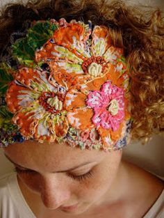 Beautiful details in this headband: fabric, crochet, and embroidery combined. Cannot find a link, sorry. Embroidery Art, Embroidery Applique, Embroidery Stitches, Embroidery Patterns, Textiles Techniques, Fabric Manipulation, Bandeau, Fabric Art, Textile Art