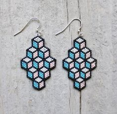 Items op Etsy die op Geometric Light Pink, Turquoise Blue and Black Lined Box pattern Beaded Earrings lijken Box Patterns, Seed Bead Patterns, Geometric Patterns, Beading Patterns, Geometric Box, Seed Bead Jewelry, Bead Jewellery, Seed Bead Earrings, Beaded Jewelry