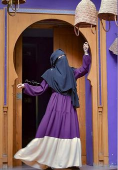 Muslim Girls, Beautiful Hijab, Niqab, Muslim Fashion, That Look, Fashion Dresses, Elegant, Fashion Show Dresses, Classy