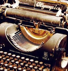 Writers / Old Typewriter