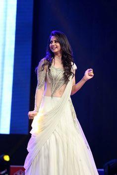 Rakul Preet At Spyder Pre Release Event Indian Bollywood, Bollywood Fashion, Bollywood Actress, Choli Dress, Lehenga Blouse, Saree, Nice Dresses, Prom Dresses, Long Dresses