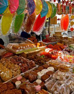 Mercado in Coyoacán, Mexico by: Alberto Reyes