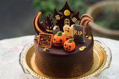 Halloween Birthday Cakes, Halloween Desserts, Halloween Food For Party, Halloween Treats, Mini Cakes, Cupcake Cakes, Chocolat Halloween, Creepy Food, Cake Business