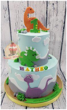 #dinosaurcake #birthdaycake #buttercreamcake #1stbirthdaycake #tieredcake