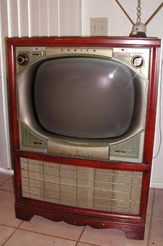 "vintage tv: 1955 Zenith with remote control ever "" Flash-matic"" Radios, Vintage Television, Television Set, Tvs, Old Technology, Vintage Appliances, Tv Sets, Tv Remote Controls, Monitor"