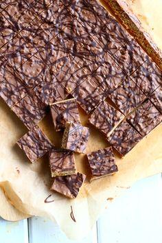 Helpot, sitkeät kaura-suklaapalat - Suklaapossu Finnish Recipes, Yams, No Bake Cookies, Deli, Food And Drink, Sweets, Candy, Chocolate, Baking