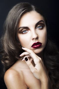 Dark, gothic look. Simply amazing, isn't it? Beauty Make Up, Hair Beauty, Beauty Bar, Wine Lips, Gothic Glam, Dark Gothic, Burgundy Lipstick, Portraits, Portrait Ideas
