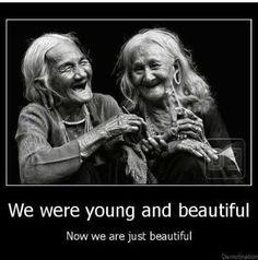 Afbeeldingsresultaat voor zwart wit foto oude vrouwtjes met rollator