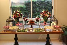 Mesa de doces, chá bar nas cores marsala, rosa e verde