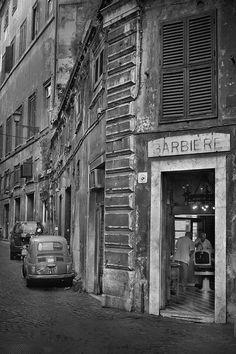 Roma, Italia ~ barbers inside the building