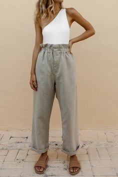 Just as cute as they sound. These are high-waisted pants with an elasticised waist. Elasticised waist with exaggerated ruching Side pockets Front fly entry High waisted Rolled hem Wide leg True to size Material: Linen Model wears size XS Mode Outfits, Trendy Outfits, Fashion Outfits, Fashion Trends, Spring Summer Fashion, Spring Outfits, Winter Fashion, Mode Pastel, Vintage Outfits