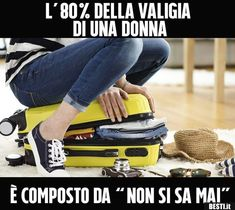 L'80% della valigia di una donna Very Funny, Funny Love, Really Funny, Italian Humor, Funny Messages, My Favorite Image, Funny Pins, Funny Moments, Funny Photos