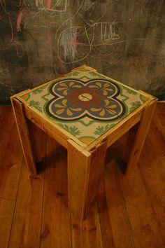 stolik z mozaikowym blatem
