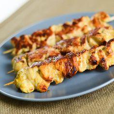 Dans un grand plat, mettez tous les ingrédients avec l'huile d'olive, la sauce soja et le jus du citron vert. ...
