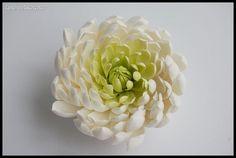 Брошь Белая Хризантема