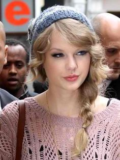Taylor Swift. cute and easy winter hair