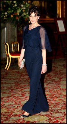 Mars 2008 : Carla Bruni-Sarkozy en robe de soirée bleu marine