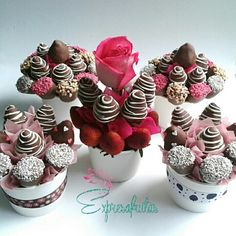 Edibles arrangements Expresafrutas You are in the right place about DIY Edible school supplies Here we offer you the most beautiful pictures about the DIY Edible gifts yo Chocolate Covered Treats, Chocolate Dipped Strawberries, Valentine Chocolate, Valentine Treats, Valentines, Chocolate Art, Bolo Super Mario, Edible Fruit Arrangements, Edible Bouquets