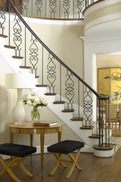 New unique indoor wood stairs design ideas you never seen before 5 Interior Stairs, Railing Design, Entry Foyer, Showers Interior, Staircase Railings, Wrought Iron Stairs, Glamorous Room, Stairs Design, Stairs