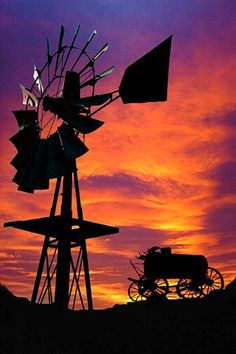 Windmill at sunset Pretty Pictures, Cool Photos, Farm Windmill, Old Windmills, Country Scenes, Le Far West, Water Tower, Old Farm, Le Moulin