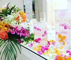 テーブル装花の花瓶・花器にジェルを入れるのが可愛い | marry[マリー]