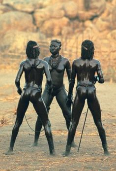 Stunning Nubian Warrior Women of Kau, also known as the South East Nuba. Nuba mountains, Sudan | Photo taken by Leni RieFenstahl in 1975.