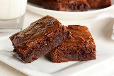 Craving a delicious chocolatey dessert that is both low carb and gluten-free? Today we share a super tasty chocolate keto brownie recipe that is so simple to make. These chocolate brownies are insanely decadent and fudgy Best Chocolate Brownie Recipe, Boxed Brownie Recipes, Salted Caramel Brownies, Chocolate Brownies, Simple Brownie Recipe, Homemade Chocolate, Espresso Brownies, Brownie Ideas, Decadent Chocolate