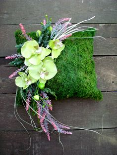 Moss cushion with decoration Moss cushion with decoration Funeral Flower Arrangements, Modern Flower Arrangements, Funeral Flowers, Black Flowers, Fall Flowers, Moss Centerpieces, Summer Decoration, Cemetery Decorations, Memorial Flowers