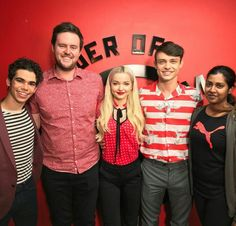 """Dove Cameron on Hamman Time posted on Instagram. """"How cool?! Real life Disney stars! Thanks for hanging out with @nickhammantime guys! #Descendants2"""" Disney Descendants 3, Descendants Cast, Lumpy Space Princess, Princess Girl, Dove And Thomas, Thomas Doherty, Cameron Boyce, Celebrity Wallpapers, Girl Meets World"""