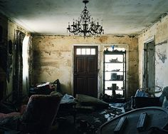 Never forget. New Orleans after Katrina, by Mary-Jane Maybury Abandoned Buildings, Abandoned Places, New Orleans Katrina, New Orleans Voodoo, Nadja, Louisiana Homes, Hurricane Katrina, Grey Gardens, Crescent City