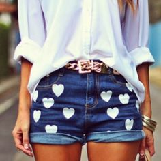 Summer Fashion, Heart Shorts & White Button-Down Fashion Mode, Diy Fashion, Teen Fashion, Ideias Fashion, Asian Fashion, Fashion Clothes, Vintage Fashion, Hotpants Jeans, Summer Outfits