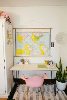 Splashes of color: pink and yellow // love the bright and cheerful world map and the beautiful chair.